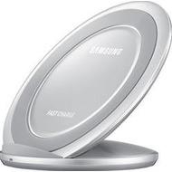 Samsung induktive Ladestation mit Schnellladefunktion - silber